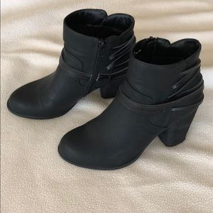 Madden girl black booties size 6 1/2